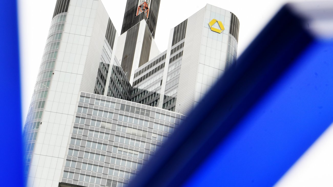 Deutsche Bank fears Commerzbank merger if turnaround fails