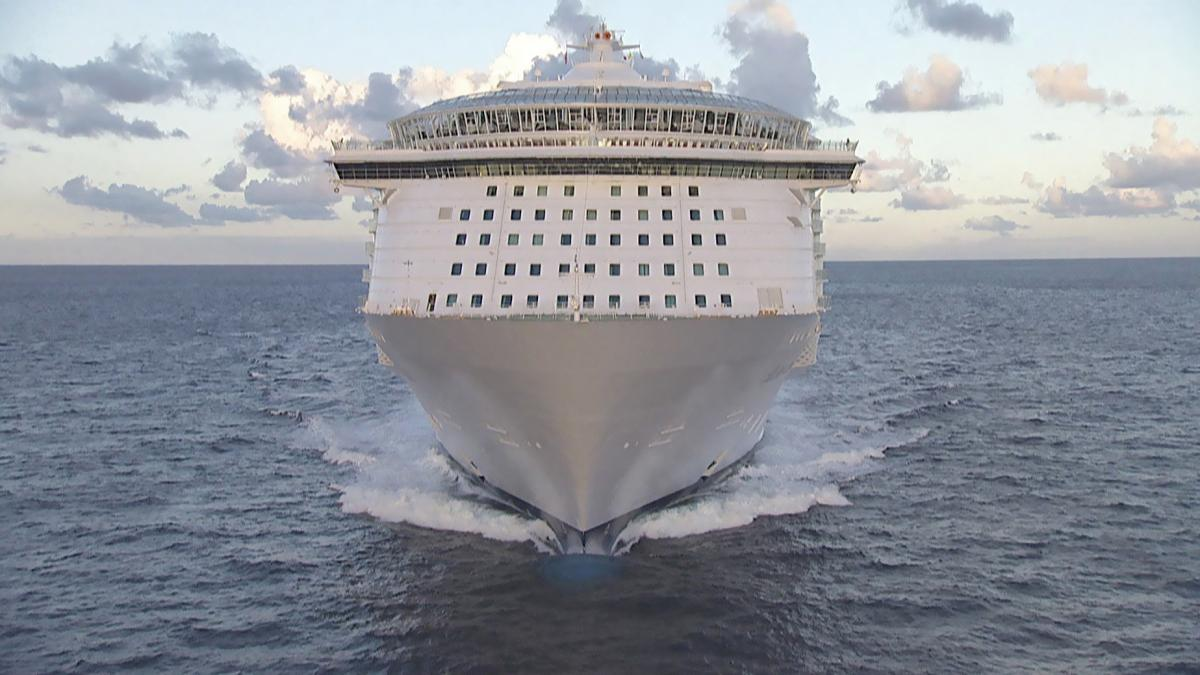 Small town on course – The largest cruise ship in the world! | The