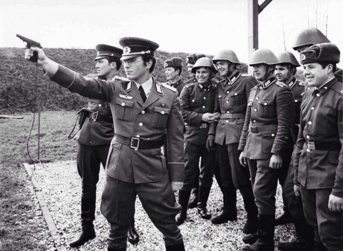 For that the military of the Bundeswehr disliked the soldier of the army of the GDR