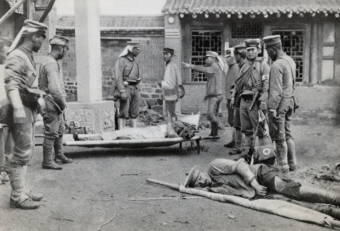 What chemical weapons were used by the Japanese in Port Arthur
