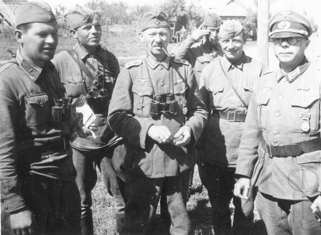 How many Belarusians fought on Hitler's side and why is it trying to remain silent