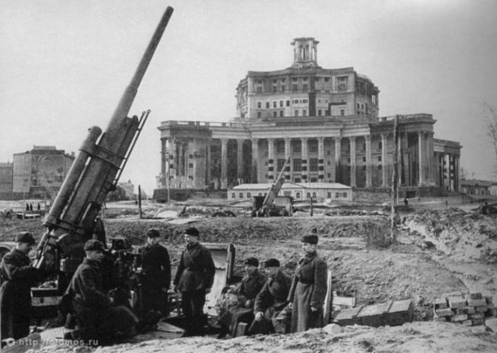 The Luftwaffe raids on Moscow: fiction and reality