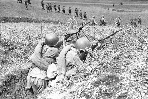 What prevented the red Army to defeat Hitler in 1943