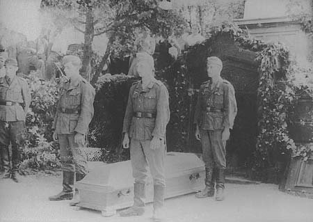 Why did the Germans solemnly reburied Russian heroes of the Crimean war