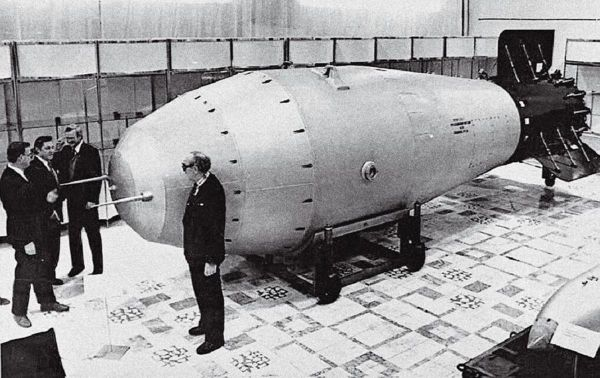 Why did the United States and the Soviet Union wanted to blow up the moon atomic bomb