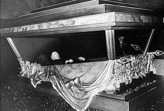 Why Hitler wanted to make the mummy of Lenin Museum exhibit