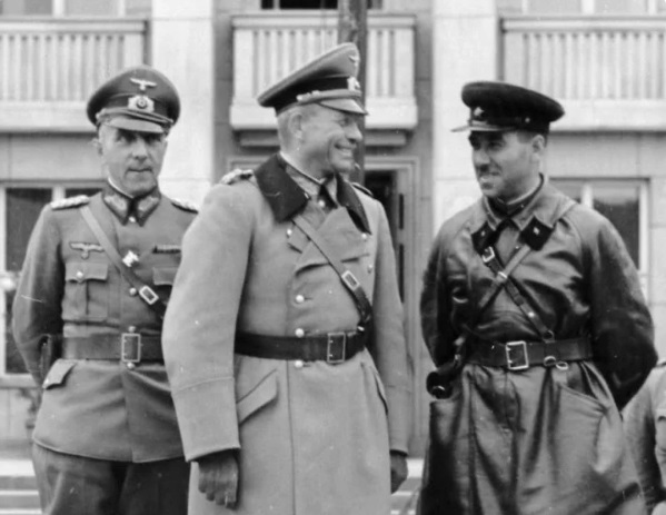 As before the war collaborated with the NKVD and the Gestapo