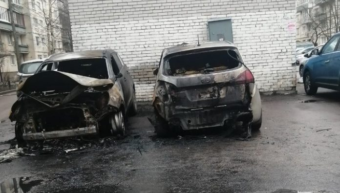 In St. Petersburg burned car driving fan stands