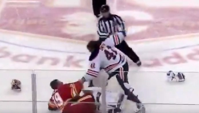 In the championship match of the NHL goalies fight