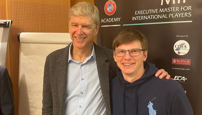 Meeting old acquaintances. Arshavin crossed with Wenger in Paris