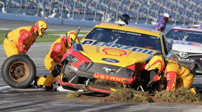 The start of the season American series NASCAR overshadowed by a mass crash