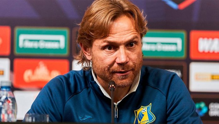 Valery Karpin has extended his contract with the football