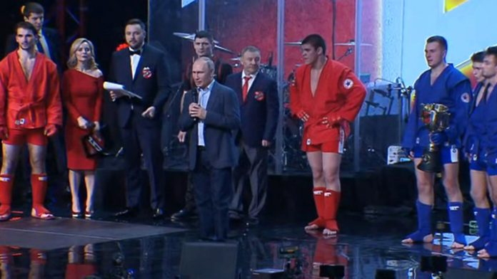 Vladimir Putin awarded the winners of the first League championship in combat Sambo