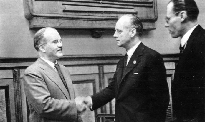 What would have happened if the Soviet Union signed the Molotov-Ribbentrop Pact