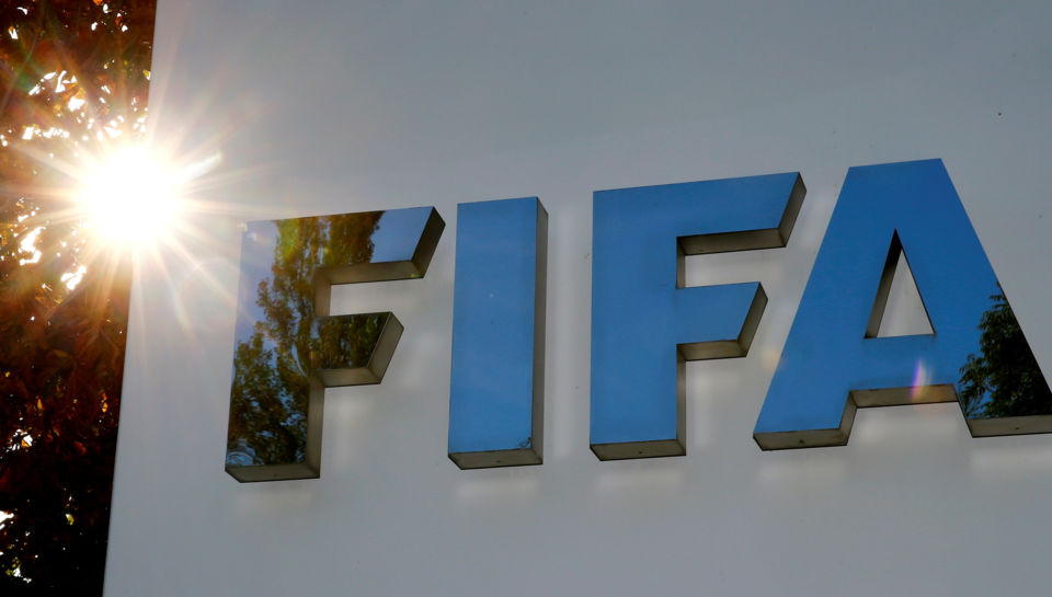 Coronavirus: FIFA recommends extending contracts, amending transfer windows