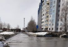 """""""The pool"""" in the Oktyabrsky district of Novosibirsk spilled a huge puddle"""