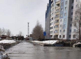 """The pool"" in the Oktyabrsky district of Novosibirsk spilled a huge puddle"