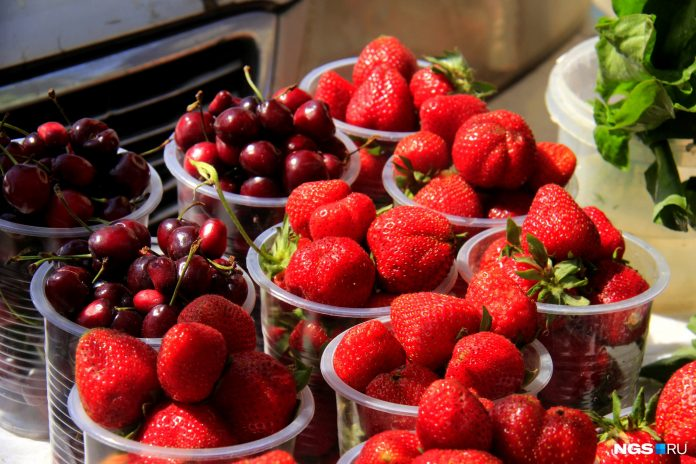 200, and across the street for 80. Try the first strawberries, cherries and good tomatoes in Novosibirsk. If they're good?