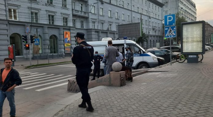 After a scandalous party Lenin in the centre of Novosibirsk on duty police