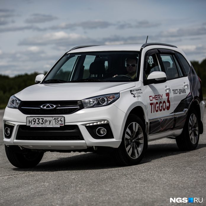 Look at the crossover — an exact copy of the Toyota RAV4 that new costs less than 1 million rubles