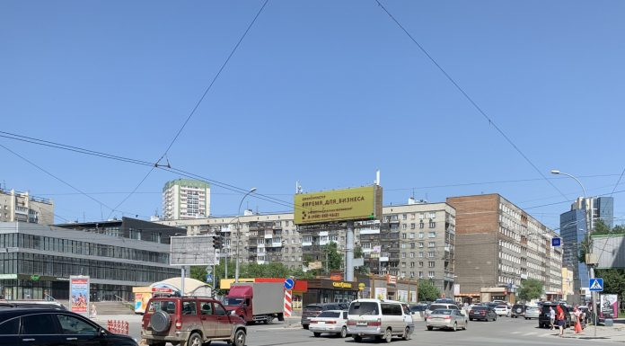 Look at the intersection near Department store, where the 4-lane Avenue becomes 2-way street