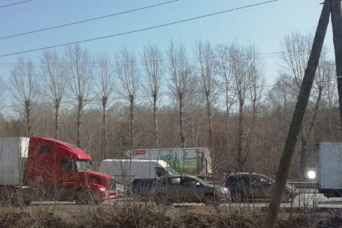 Not sit at home: Novosibirsk stuck in a three-kilometer traffic jam on the Berdsk highway
