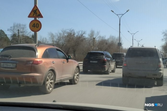 Novosibirsk has risen in morning traffic on the Bolshevik