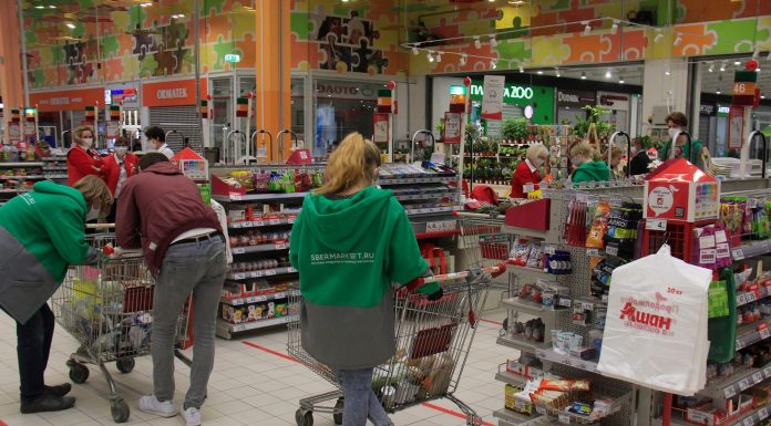 """Spermarket began to deliver food from the """"Auchan"""" — consider how much money you spend Siberians and what to buy"""