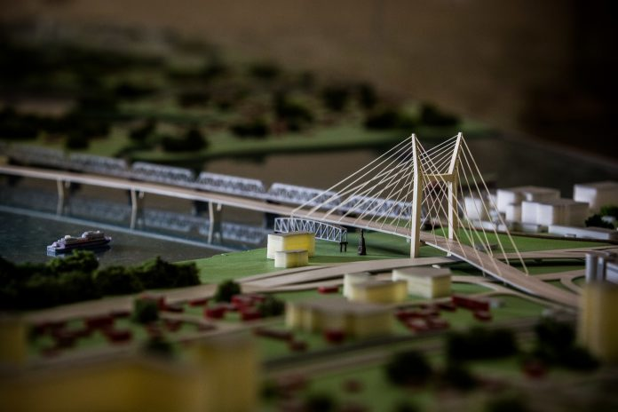The authorities announced a temporary overlap Ippodromskaya at night because of the forth bridge