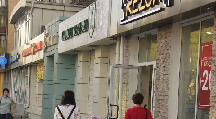 The city comes to life in Novosibirsk has gradually opened shops and shopping centres — what are the risks?