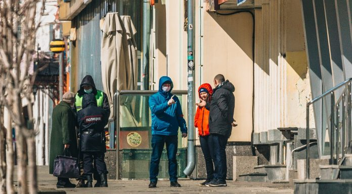 Went for a walk in Berdsk: a court sentenced two men who came out of the house