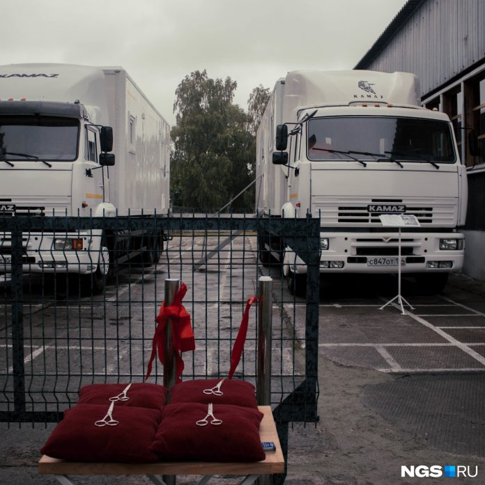 10 frames from the colony, where he opened kovid-laboratory on wheels (formerly paddy wagon)