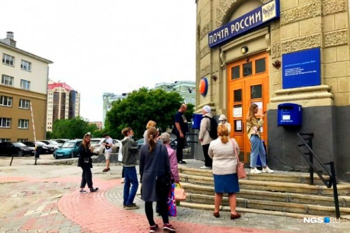 8 dangerous queue in Novosibirsk, which is still a pandemic — and it is worse than in the Soviet Union
