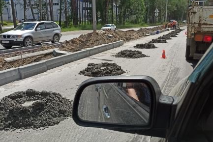 Cars stuck in traffic on Berdsk of highway is up there now repairing the road