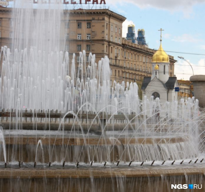 Given command: in Novosibirsk turned on the fountains — tell where