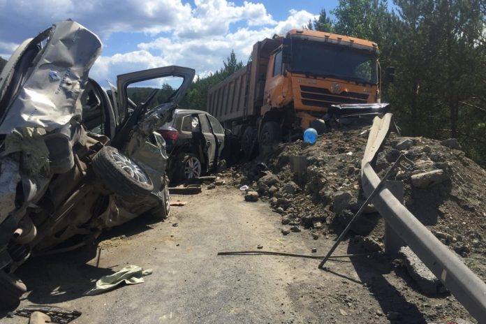 Group analysis: the truck was demolished five cars — says the truck driver