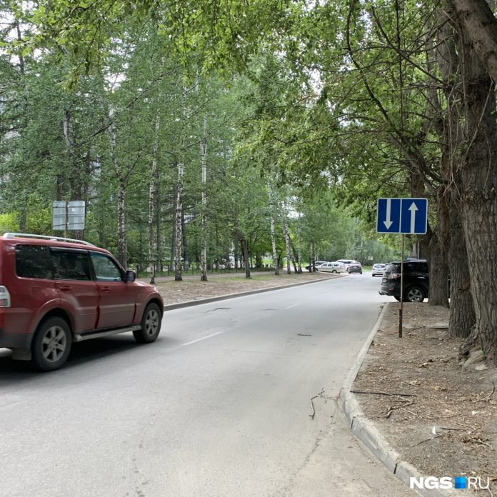 One way street, Novosibirsk made two-way, but forgot to put the drivers go at each other head-on