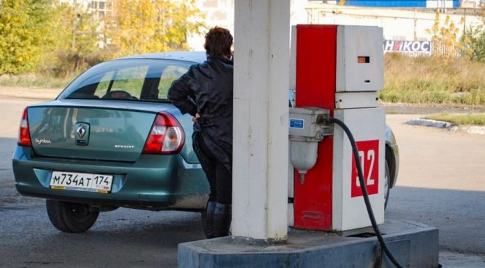 The price of gasoline has increased dramatically, despite cheaper oil: figure out how this is possible