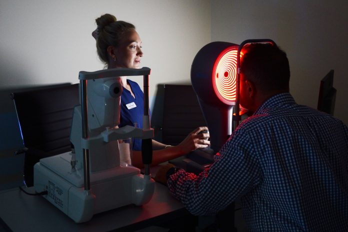 Throw away containers for lenses: 'll tell you why laser surgery is a quick and safe way to restore sight