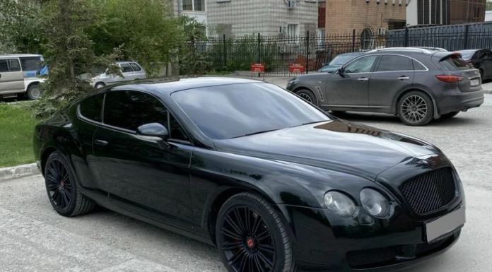 """""""Zaporozhets"""" against """"Bentley"""": the funniest and the most expensive coupe with two doors for sale in Novosibirsk"""