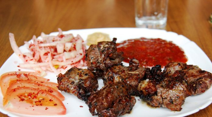 6 secrets of how to choose good meat to barbecue and marinade. Show two cards