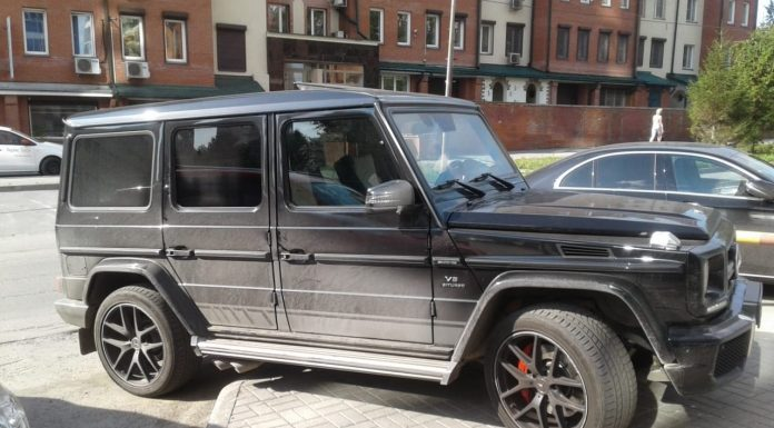 """Genius Parking. Look what you've done with a black """"G"""" and the driver """"land Cruiser"""" forced to work around his jeep"""