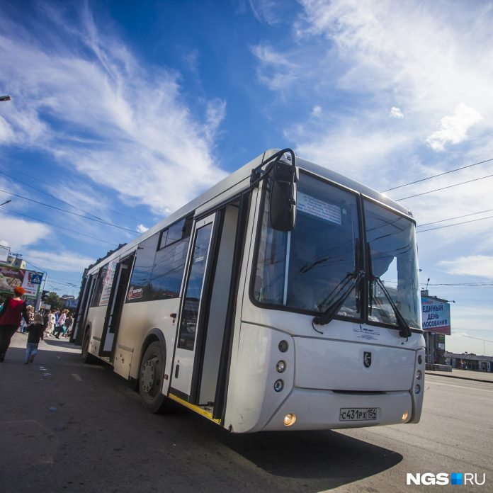 In Novosibirsk the door of the bus caught the hand of the passenger — a woman fell under a wheel and died