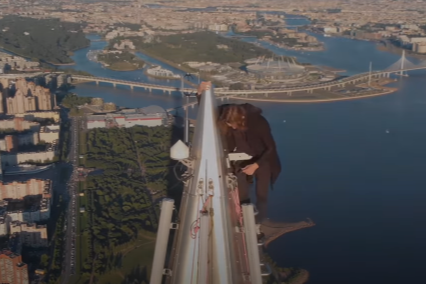 Novosibirets without insurance climbed to the roof of the 87-storey building from video dizzy
