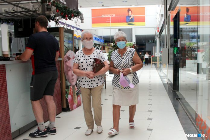 Shopping in masks. Some shopping centres in Novosibirsk is already open and that they can buy