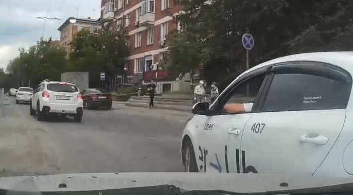 """""""Teachers on the road"""": a fundamental driver goes by the Novosibirsk and rams the car to last. Look like"""