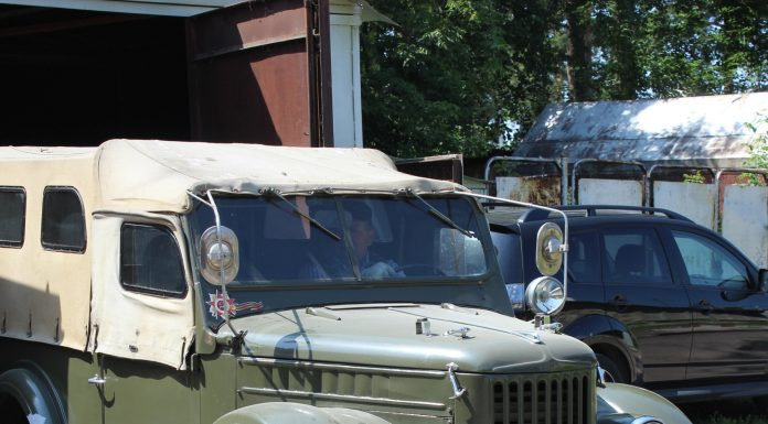 """Vladimir and his """"goat"""": a Siberian regained rotten GAZ-69 and now he rides on it on hunting and fishing"""