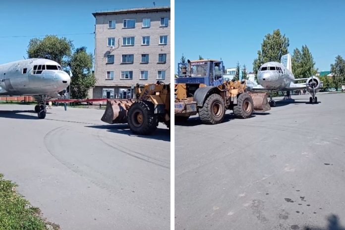 Early in the morning in the Kuibyshev tractor pulls plane — tell why
