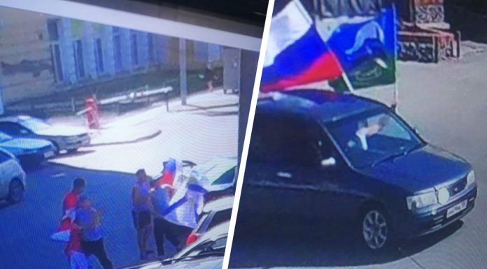 The Central market people in the form of airborne troops stole from the shop window flags and tried to resell them