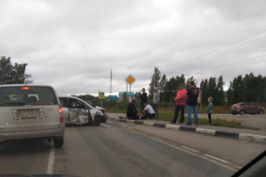 """Two cars collided near Novosibirsk: """"Ford"""" dumped in a ditch, there are victims"""